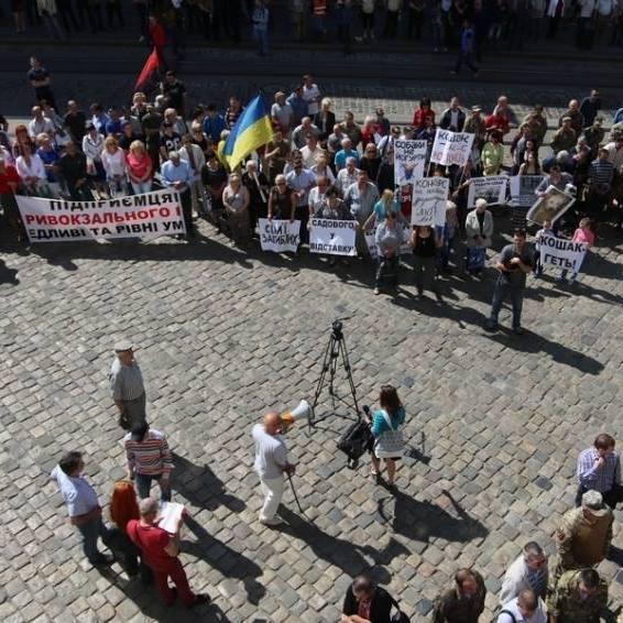 Журналіст розповів, що насправді відбулося біля Львівської мерії(фото)