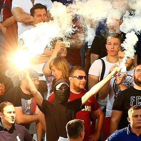 Причиною бійки після матчу з Англією назвали російську сигнальну ракету (відео)