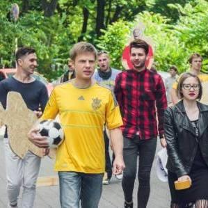 Нардеп Гончаренко під посольством РФ забив пенальті Росії(фото)