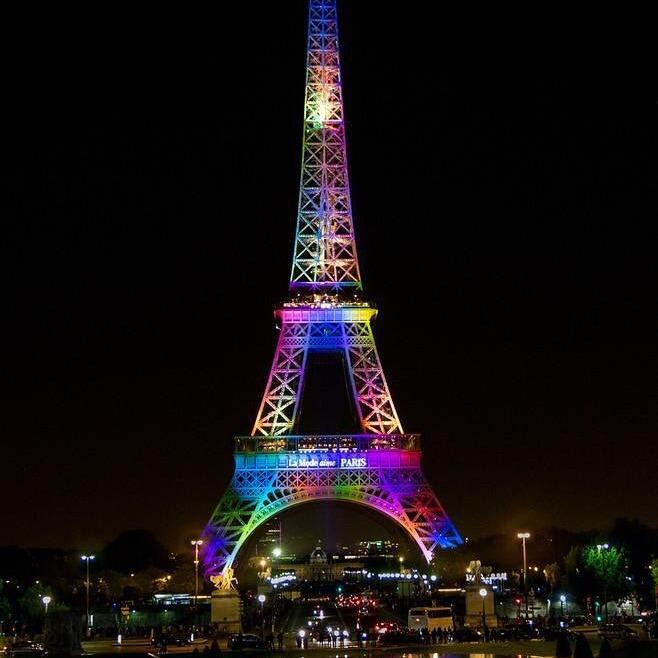 Ейфелеву вежу підсвітять кольорами ЛГБТ на честь загиблих в Орландо