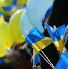 В Сімферополі чоловіка затримали за пікет з українським прапором (відео)