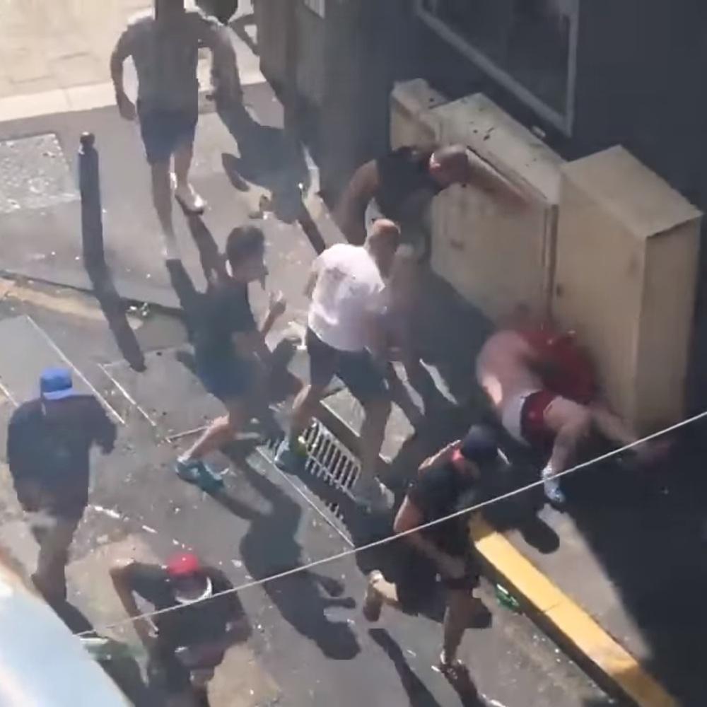 У мережі з'явилося відео жорстокого побиття англійського фаната (відео 18+)