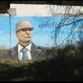 Чим багаті: окупований Крим прикрашають Путіним (фото)