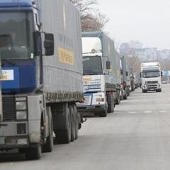 Між Україною і окупованими територіями відновилися перевезення вантажів