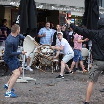 Англійці закидали російських вболівальників стільцями
