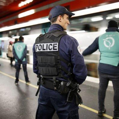 У Франції затримали українця з повною машиною бейсбольних бит