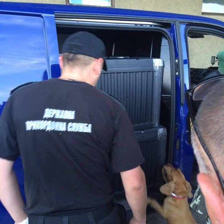 Прикордонники викрили ще одну «дипломатичну» контрабанду