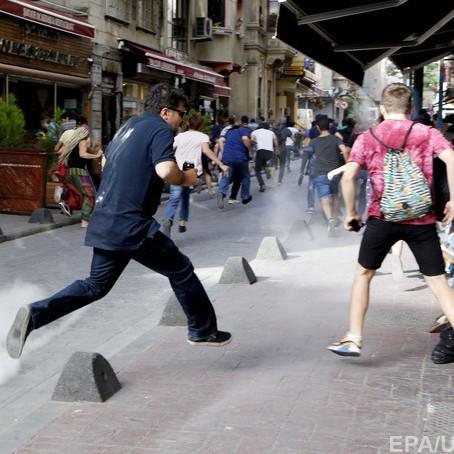 ЛГБТ-марш у Туреччині поліція розігнала сльозогінним газом (фото)