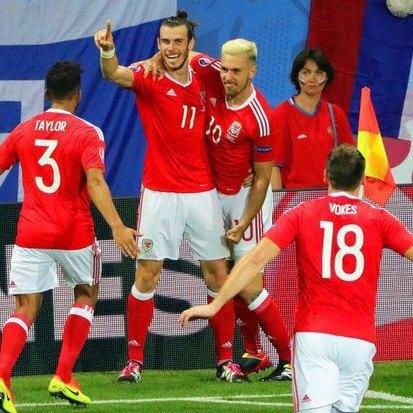 Збірна Росії залишає Євро-2016, крупно програвши Уельсу