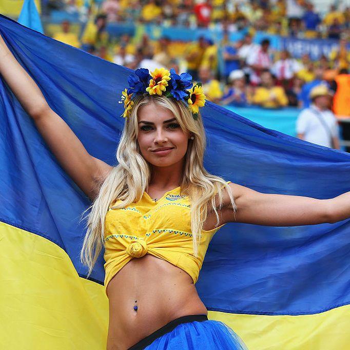 Чарівні українські вболівальниці останнього матчу збірної на Євро-2016 (фото)