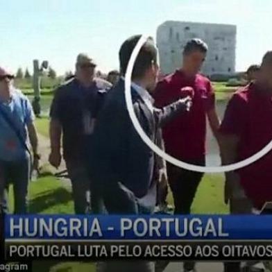 Розлючений Роналду жбурнув у озеро мікрофон журналіста (відео)