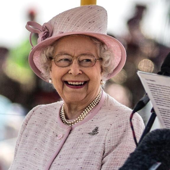 Єлизавета II звернулася до підданих через соцмережі