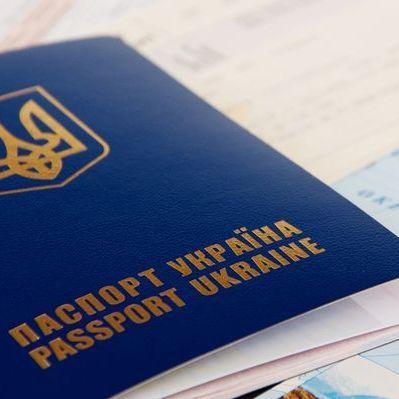 У Києві затримали банду, яка виготовляла фальшиві закордонні паспорти