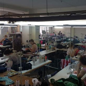 У Хмельницькому підпільний цех підробляв спортивний одяг світових брендів