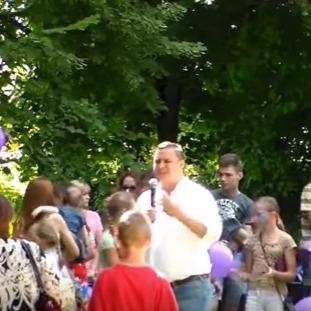 Провладний кандидат у Чернігові «купує» голоси виборців (відео)