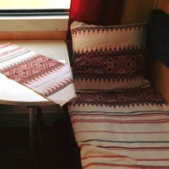 В українських поїздах з'явилася патріотична постільна білизна
