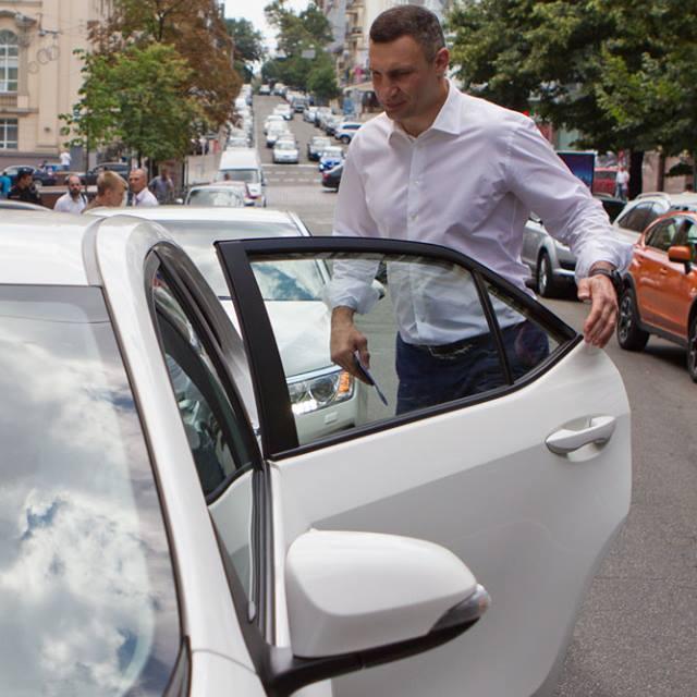 Кличко став першим пасажиром сервісу Uber у Києві