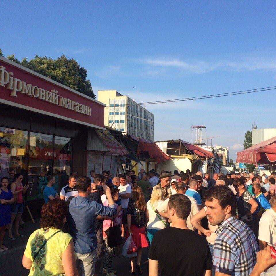 У Києві вранці власники МАФів перекрили дорогу, протестуючи проти знесення кіосків