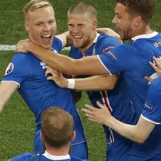 Вдома збірну Ісландії зустріли барабанами та оплесками (відео)