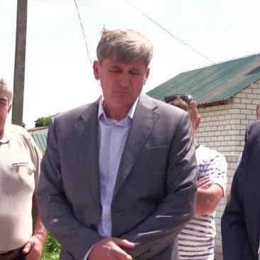На Луганщині на вибори йде прихильник «руського миру», брат екс-міністра оборони, який ховається в Москві