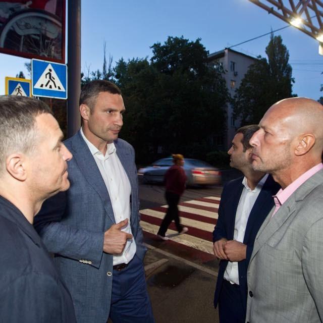 Вночі Кличко презентував проект освітлення пішохідних переходів (фото)
