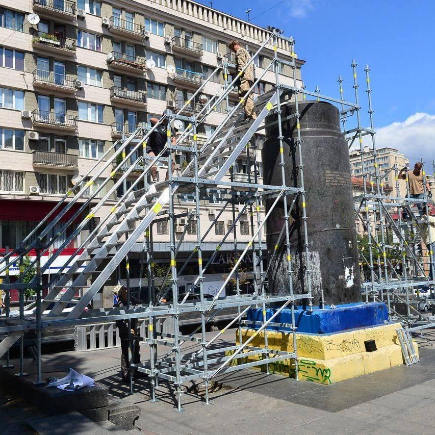 Завтра на місці поваленого пам'ятника Леніну відкриють тимчасову інсталяцію «Населяючи тіні»