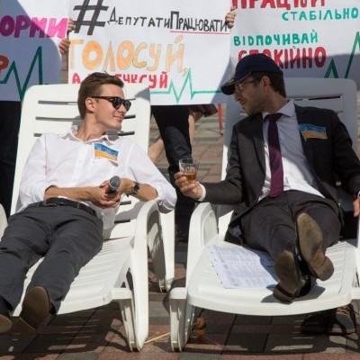 «Депутати! Працювати!» -  акція під Радою (фото)