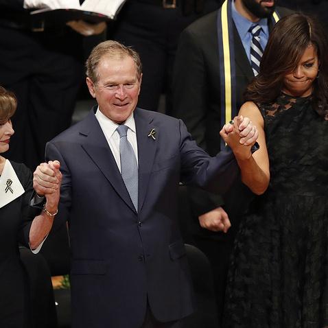 Джордж Буш станцював на панахиді за загиблими в Далласі поліцейським (відео)