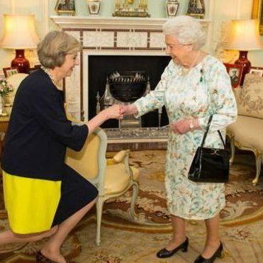 Мей стала новим прем'єром Британії, Кемерона проводжали оваціями