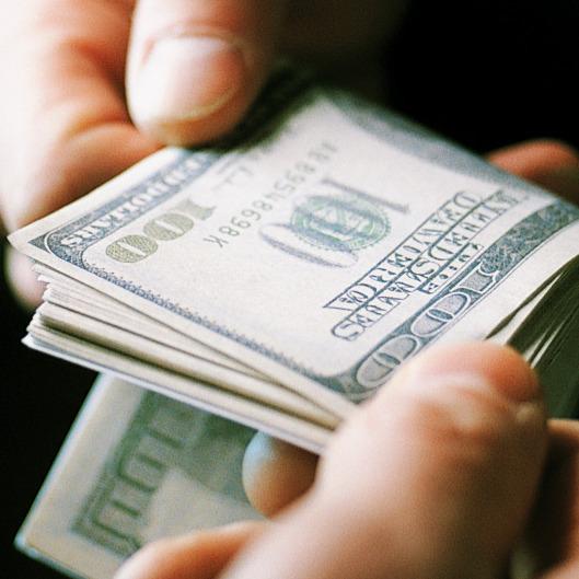 Два прокурори вимагали 45 тис доларів з кримського екс-депутата