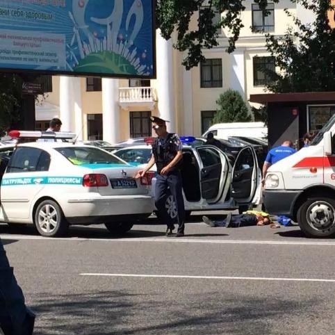 В Алмати невідомий з криками «Аллах акбар» відкрив стрілянину, вбито поліцейського