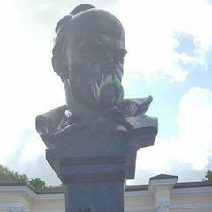 У Сімферополі пам'ятник Шевченку розмалювали у кольори українського прапора (фото)