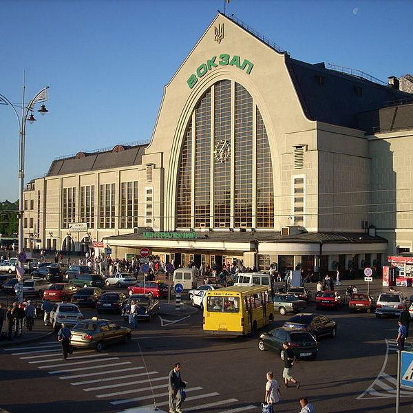 Молодика, що «замінував» Київський вокзал затримано у той момент, коли він «мінував» Верховну Раду та КМДА