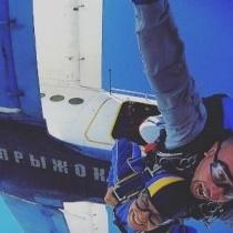 Настя Каменських оприлюднила відео стрибка з парашутом, під час якого ледь не загинула