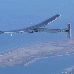 Літак на сонячних батареях закінчив навколосвітню подорож (відео)