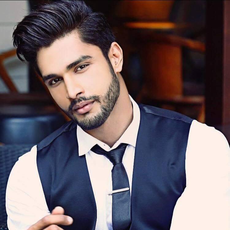 Найкрасивіший чоловік світу живе в Індії