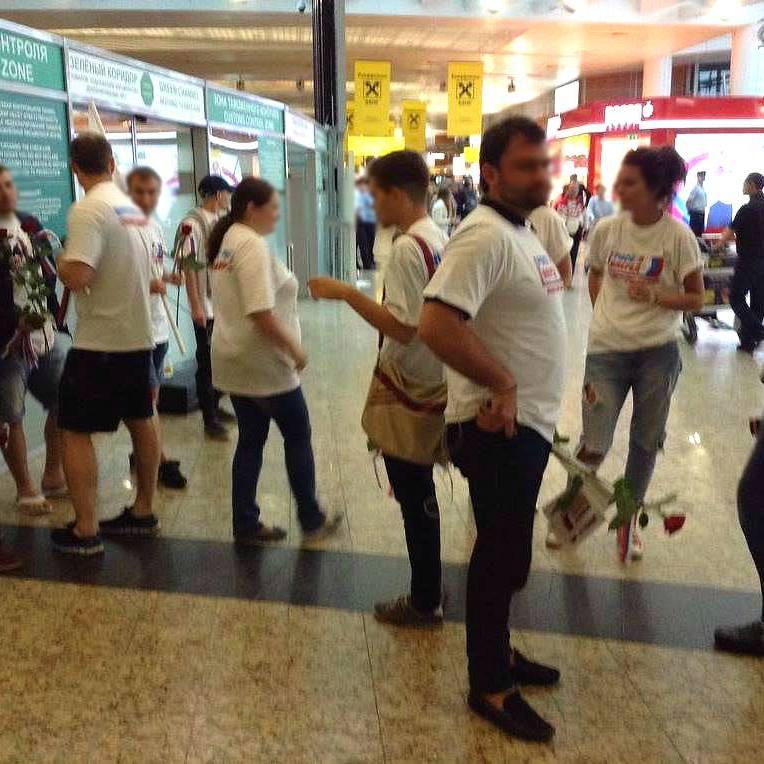 Олімпійську команду Росії проводжала в Ріо-де-Жанейро платна масовка - Газета.ру.