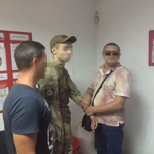 На Донеччині поліцейський шантажував військовослужбовця