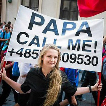 Білоруска прославилася на весь світ плакатом «Papa call me»