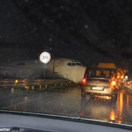 В Італії літак вилетів на трасу
