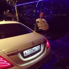 Волочкова похвалилася новим дорогим автомобілем із загадковим номером