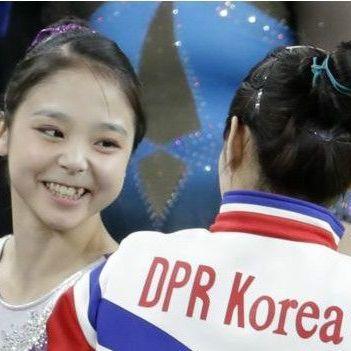 Гімнастки з Північної і Південної Кореї зробили спільне селфі (фото)