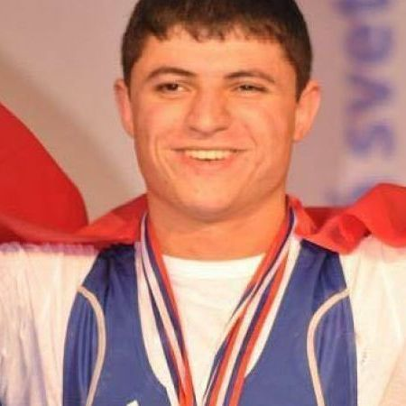 У Ріо під час змагань вірменський важкоатлет отримав моторошну травму (відео)