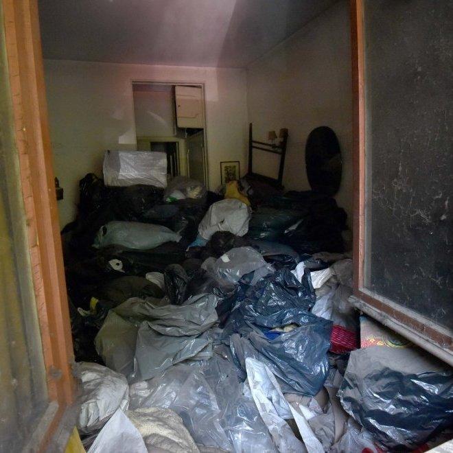 В Італії мільйонерка померла під купою сміття