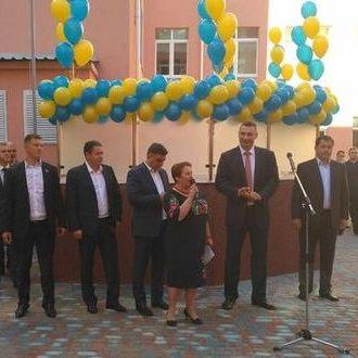 Віталій Кличко привітав школярів з Днем знань та відкрив реконструйовану школу