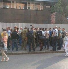 Біля офісу телеканалу «Інтер» почали збиратися активісти