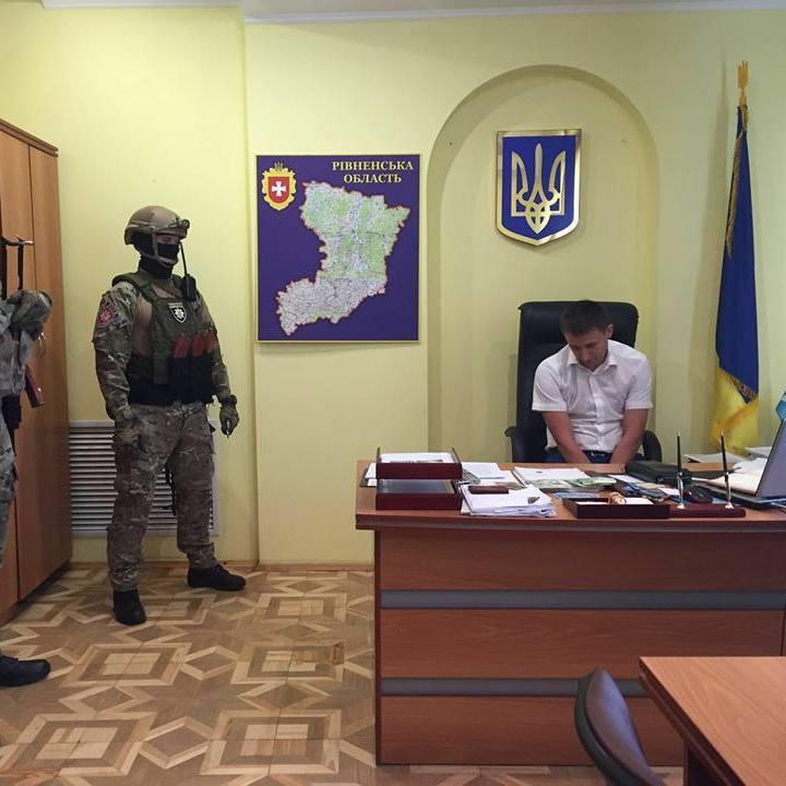 У рамках спецоперації «Бурштин» затримано прокурора