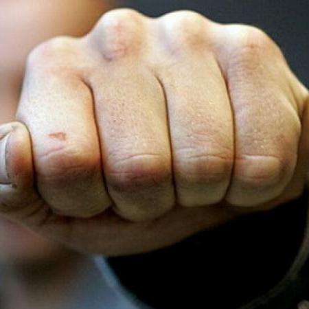 На Троєщині хуліган накинувся із кулаками на патрульних поліцейських