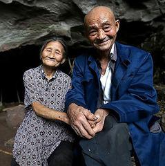 Подружжя з Китаю вже 54 роки живе в печері (фото)