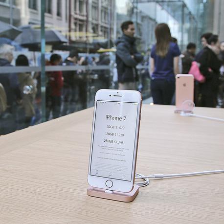 У світі почалися продажі iPhone 7